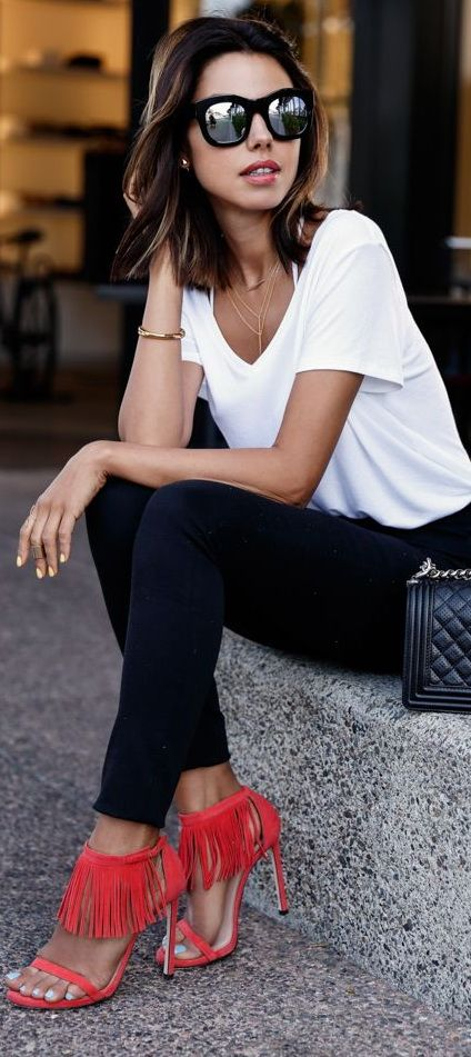 Keep it simple with a white T and fabulous shoes! The sunnies are a given when going from gallery to gallery!