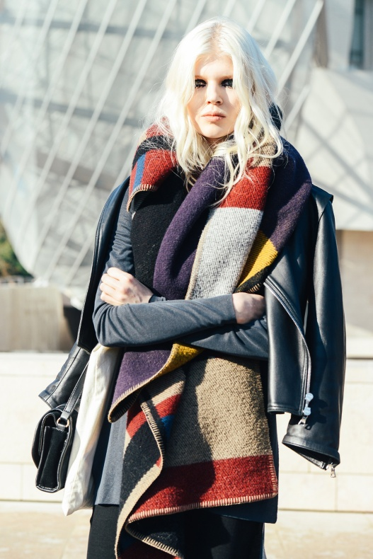 street-style-winter-scarves_chunky-super-size-scarfs-scarf-accessory-nyc-street-style-trend-hot-right-now
