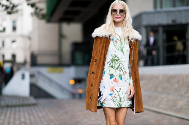 fall-dresses-fall-florals-suede-jacket-fur-shearling-70s-boho-poppy-delevingne-lfw-street-style-elle.com_