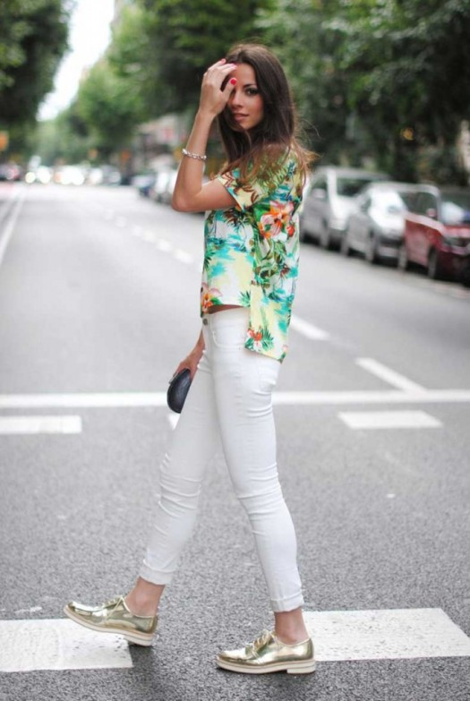 todays-street-style-combine-summer-trends-metallic-shoes-and-floral-shirts-are-a-great-pair-686x1024