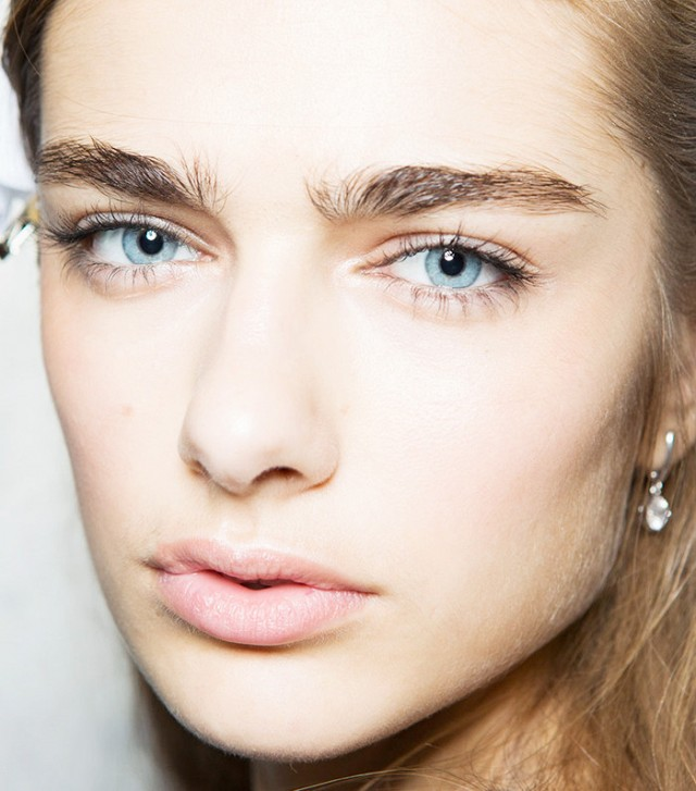 how-to-achieve-the-full-brushed-up-brows-seen-on-every-runway-1921730-1475195771-640x0c